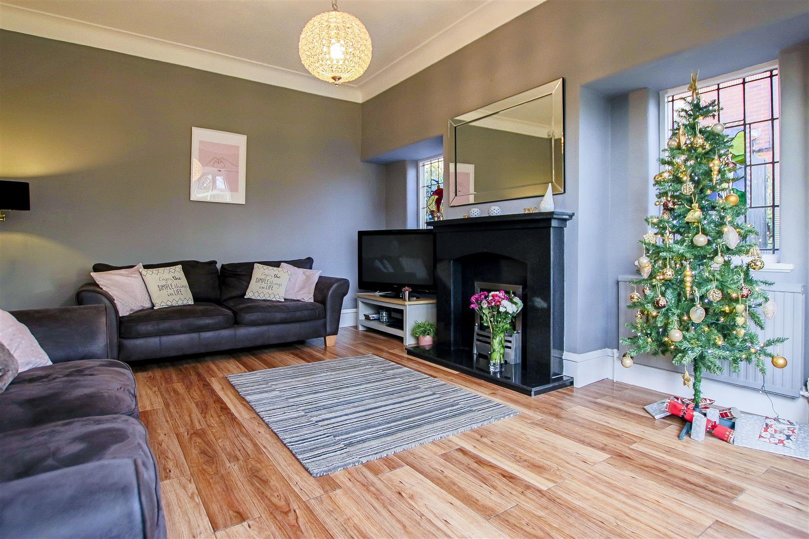 4 Bedroom Detached House For Sale - 15.jpg